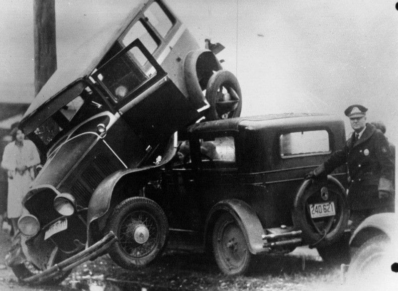 Des accidents l ancienne 2 accident ancien vintage 04 for There are usually collisions in a motor vehicle crash