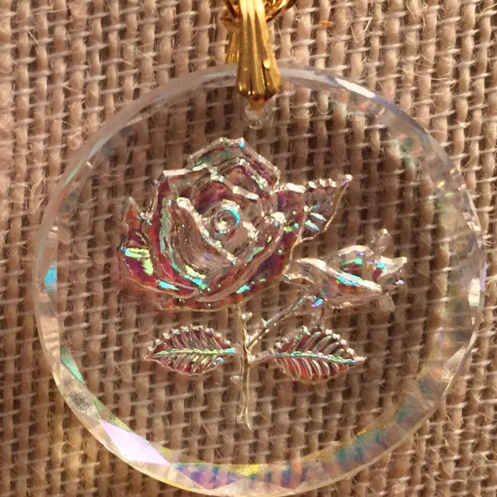Vintage Lucite Beautiful Rose Pendant Gold Chain Fashion