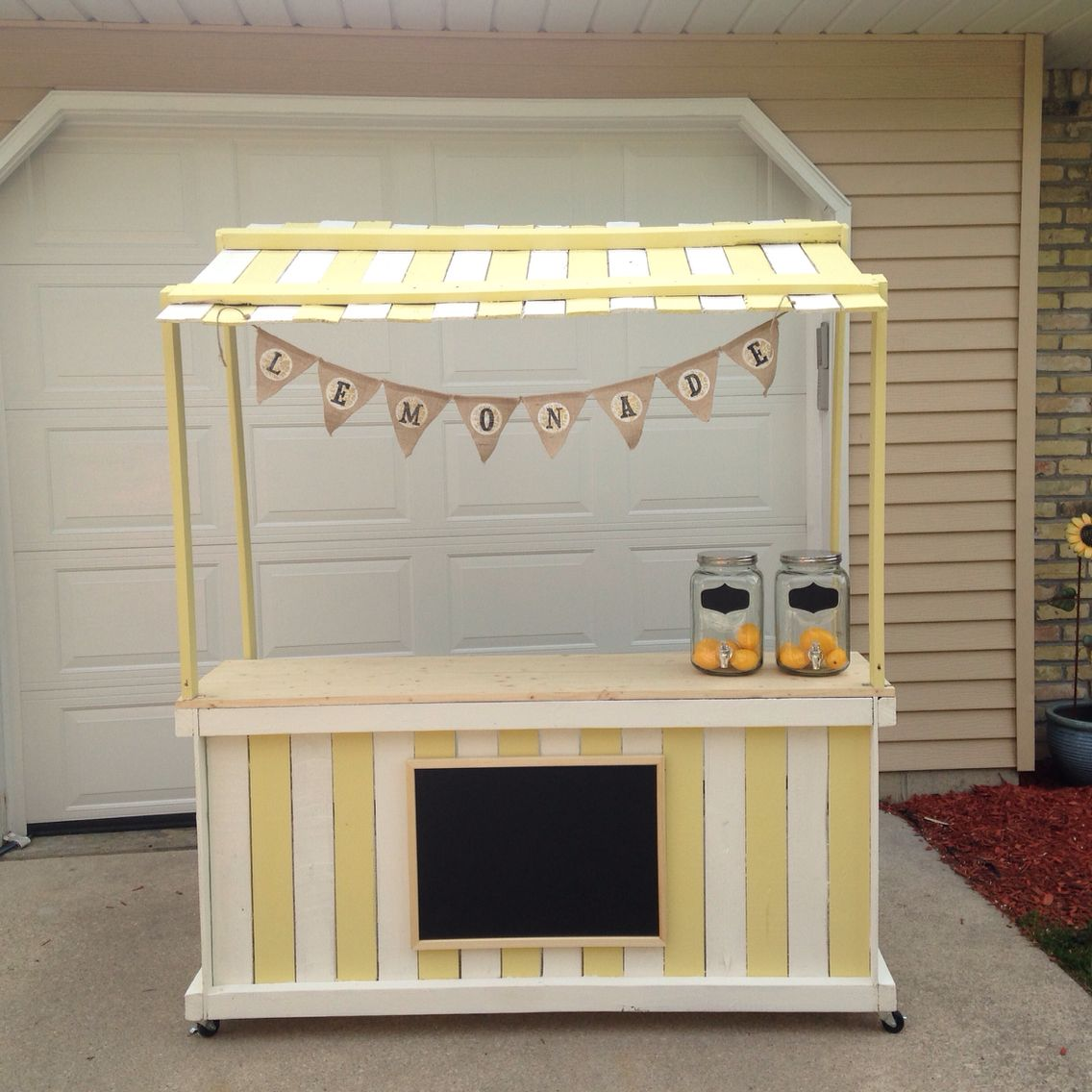 Homemade lemonade stand crafty mama pinterest for Stand ideas