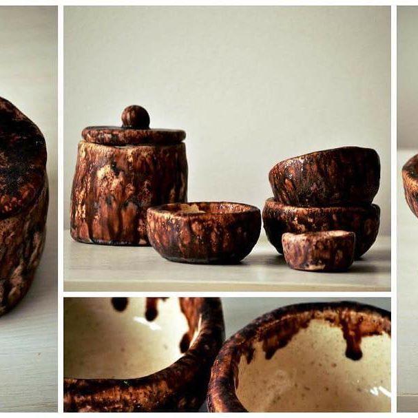 Jueguito de cuencos y frasco para el fin de semana largo!!! Que parece que se viene con ☀️!!!  #ceramica #alfareria #pottery #deco #decoratumesa #cuencos #frasco #juegodecuencos #handmade #sofipocetticeramica