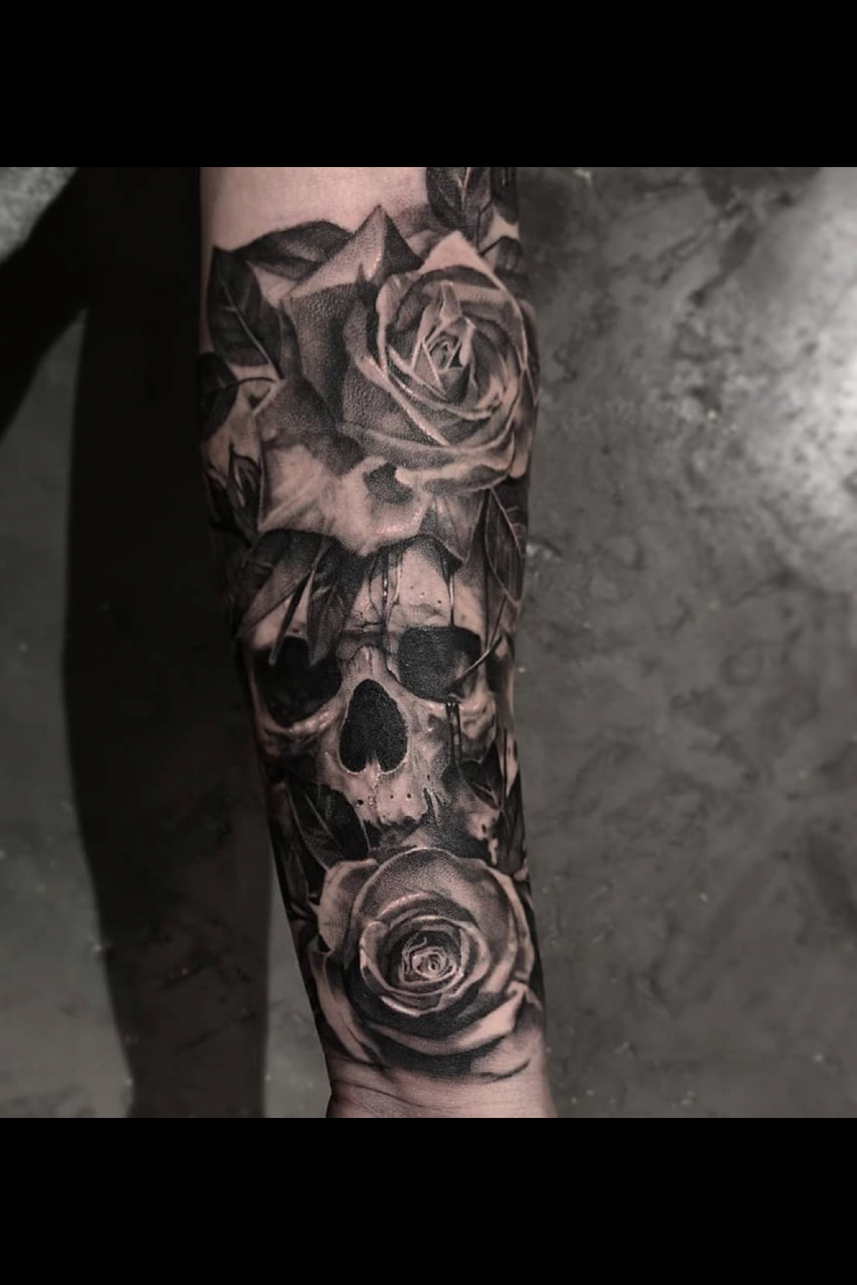 Realistic Black And Grey Skull And Rose Tattoo Made By John Hudic In Switzerland Realistic Tattoo Sleeve Tattoos Rose Tattoo