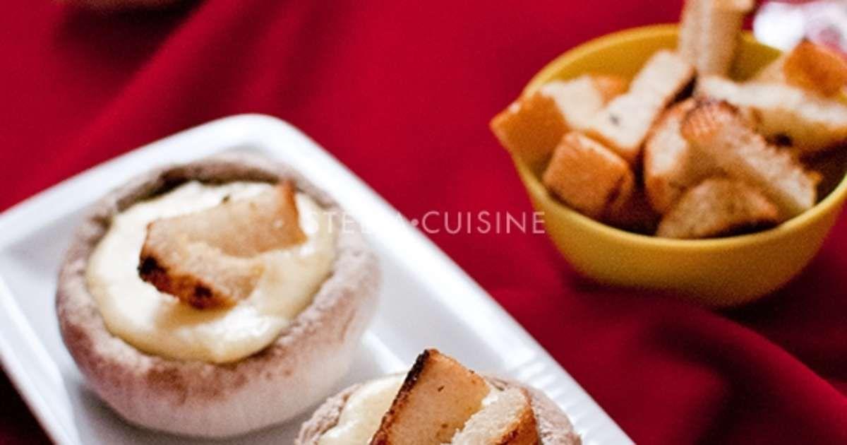 Fondue savoyarde dans des chapeaux de champignons de Paris, croutons aillés - Recette par Stella Cuisine