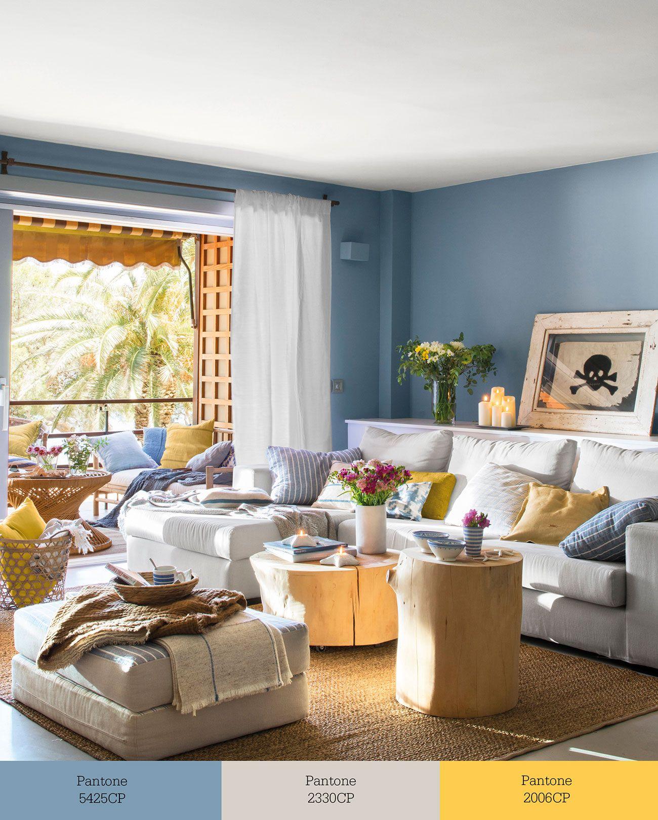 Azul + gris + mostaza En este salón gana el azul. Está en las ...