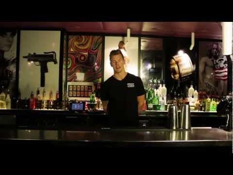 Flair 109 - Rutine 1 - DrinksMeister har i samarbejde med Kasper Skjød fra Utopia Bartenderskole fået lavet en lang række Flair videoer til alle jer derude. Her kan du bl.a. lære dig selv nogle basic flair moves, samt få en fornemmelse af hvad du kan lære på Utopia bartenderskole.     http://www.drinksmeister.dk - alt om bartending  http://www.mixmeister.dk - alt i barudstyr og ingredienser