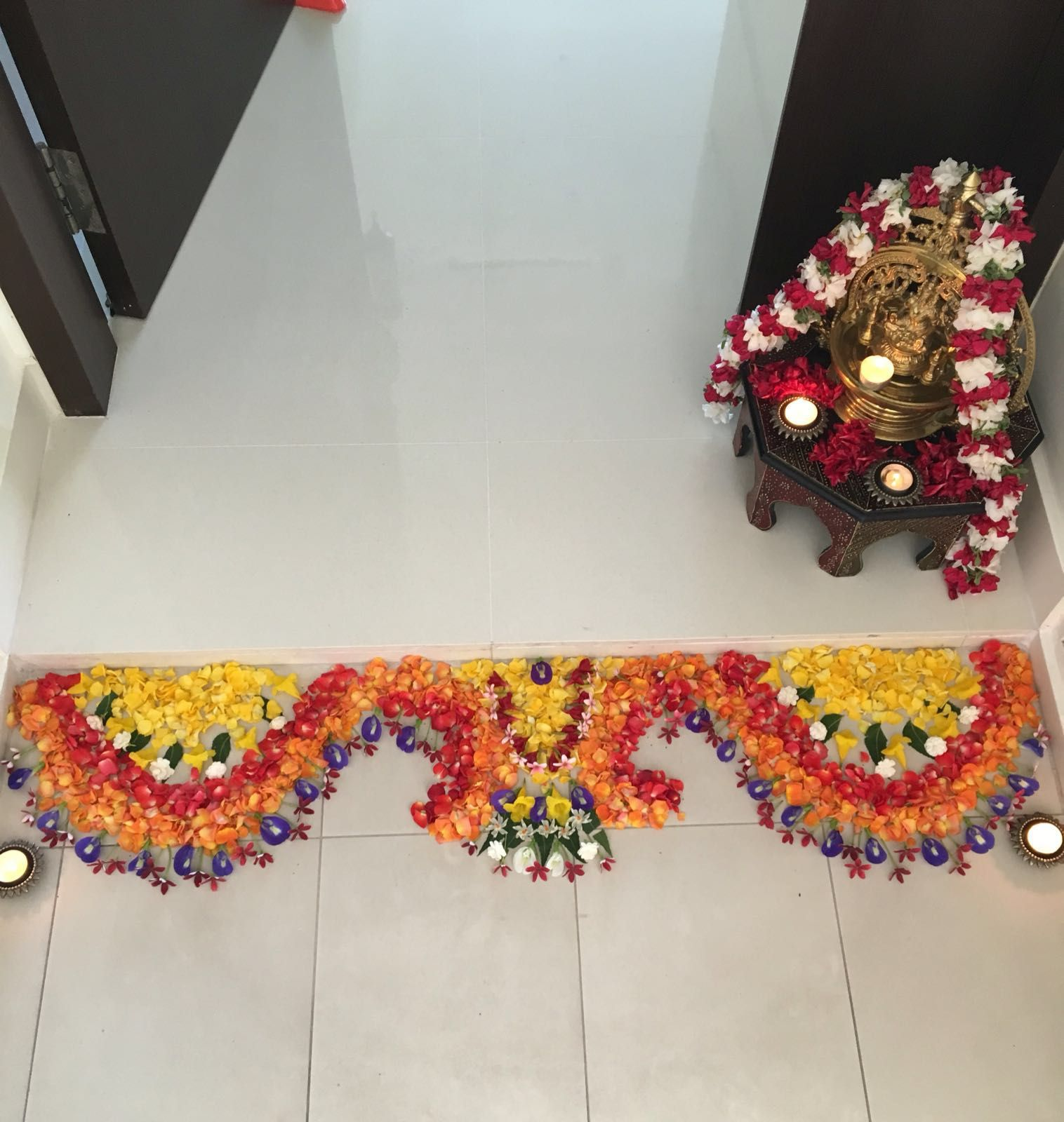 Poo kolam | Home & beyond | Pinterest | Flower rangoli and Indian ...