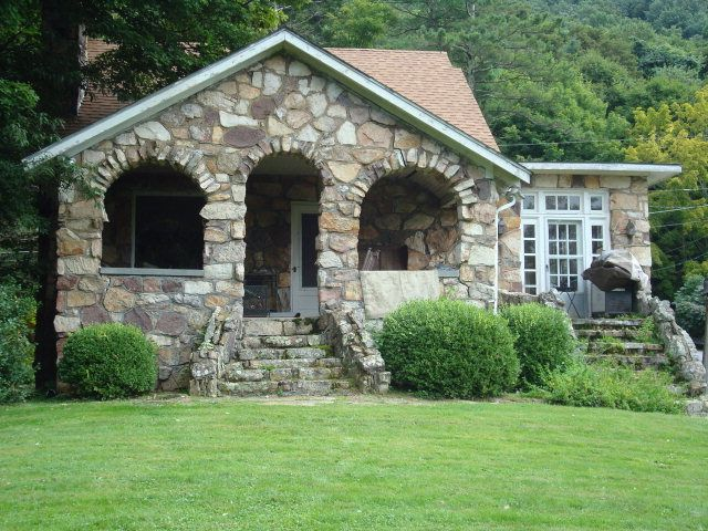 1940 Stone Cottage On A Mountain With A Great View Overlooking Bluefield Wv Virginia Homes Bluefield West Virginia Bluefield