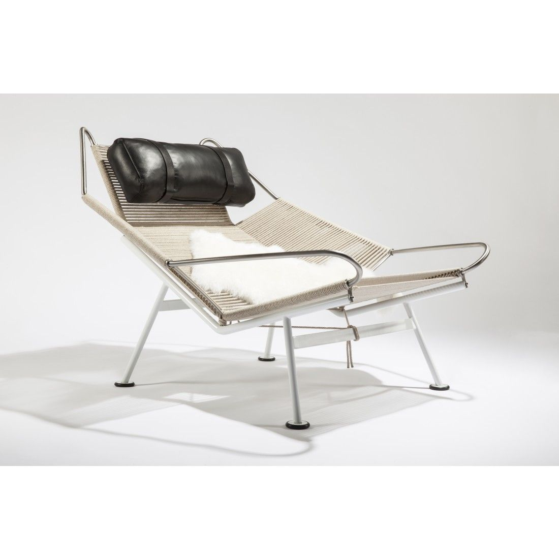 Pp the flag halyard chair halyard and black leather cushion