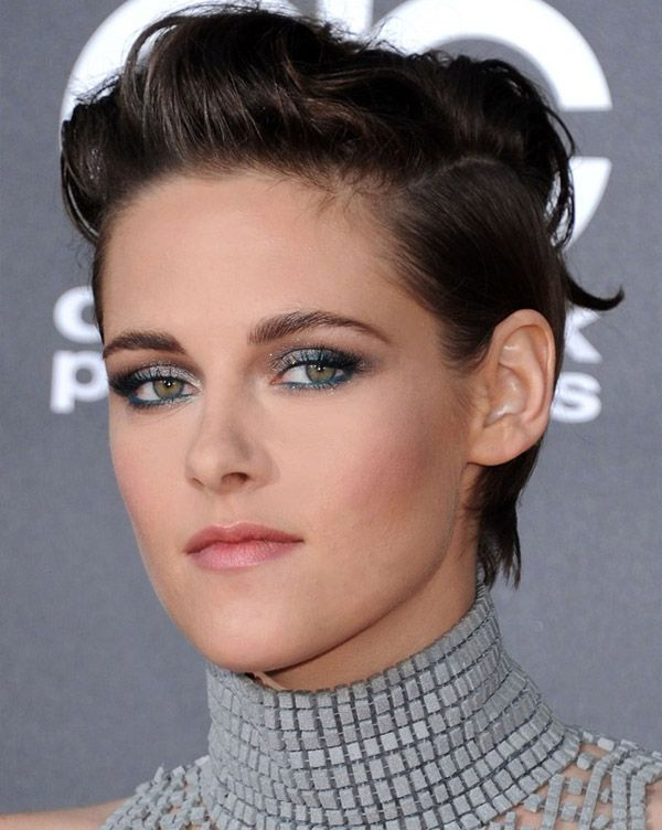 Kristin Stewart wears colour beautifully. I love that she's playful with her makeup.