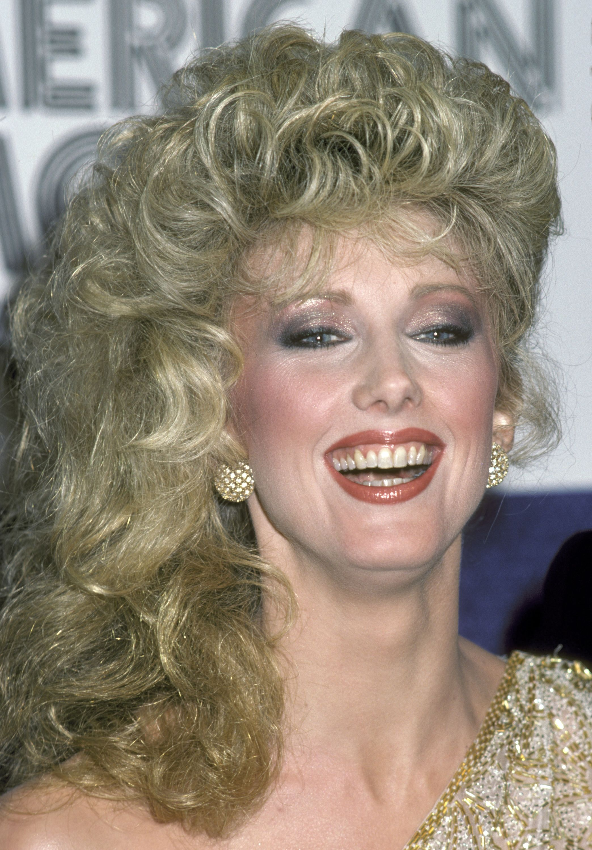 1940 Updo Hairstyles For Hula Boogie Hair U Make Up Lipstick U Curls