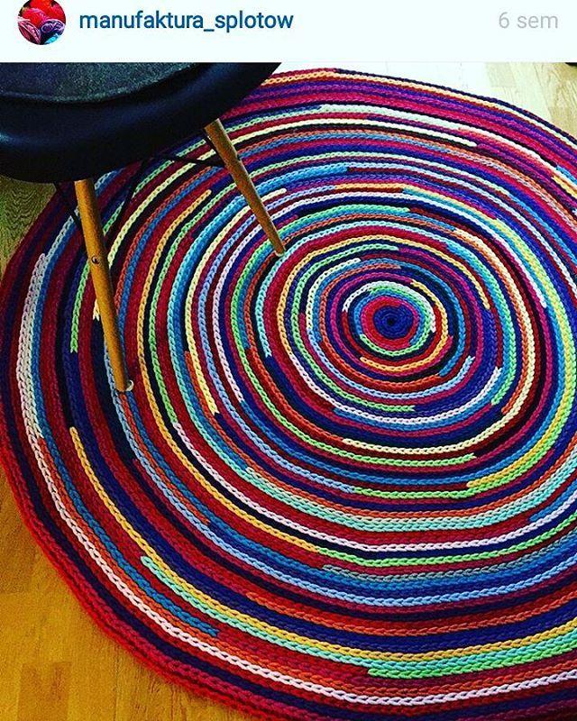 Olhem que idéia linda para aproveitar as sobras de fio. #alfombra #rug #fiodemalha #trapilho #knitting