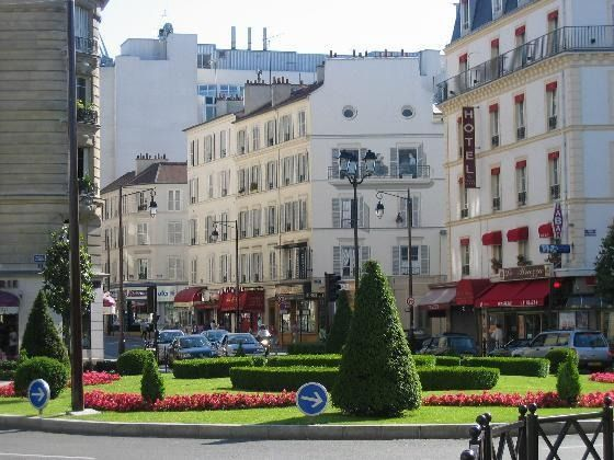 Superb Centre Ville Neuilly Sur Seine. A Deer Friend Live Here, And I Have Visited