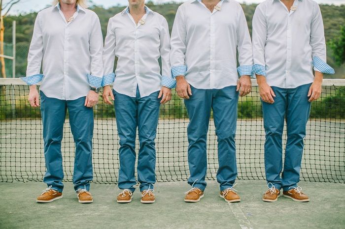 Groom and groomsmen in jeans | itakeyou.co.uk
