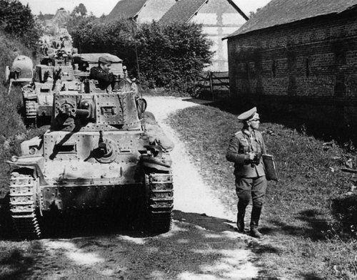 Československé tanky LT vz.38 při tažení Francií v 1940.