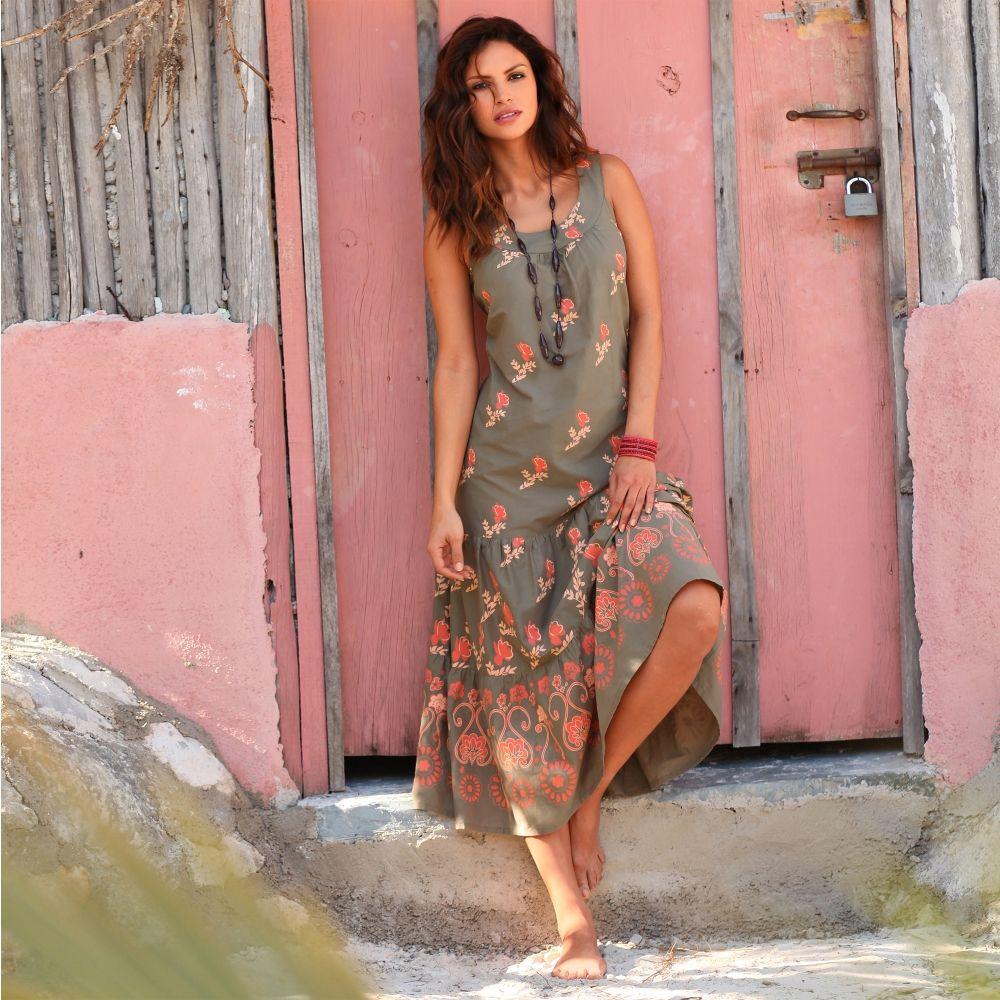 Blanche porte robe de plage