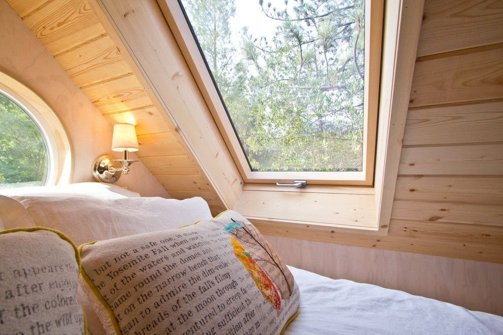 Why Tiny House Living Is Fun Freecycle Usa Tiny House Bedroom Tiny House Loft Tiny Bedroom
