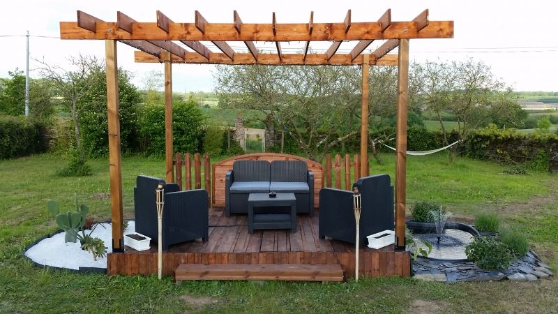 terrasse et pergola en palette et bois de r cup ration bricolage pinterest pergola. Black Bedroom Furniture Sets. Home Design Ideas