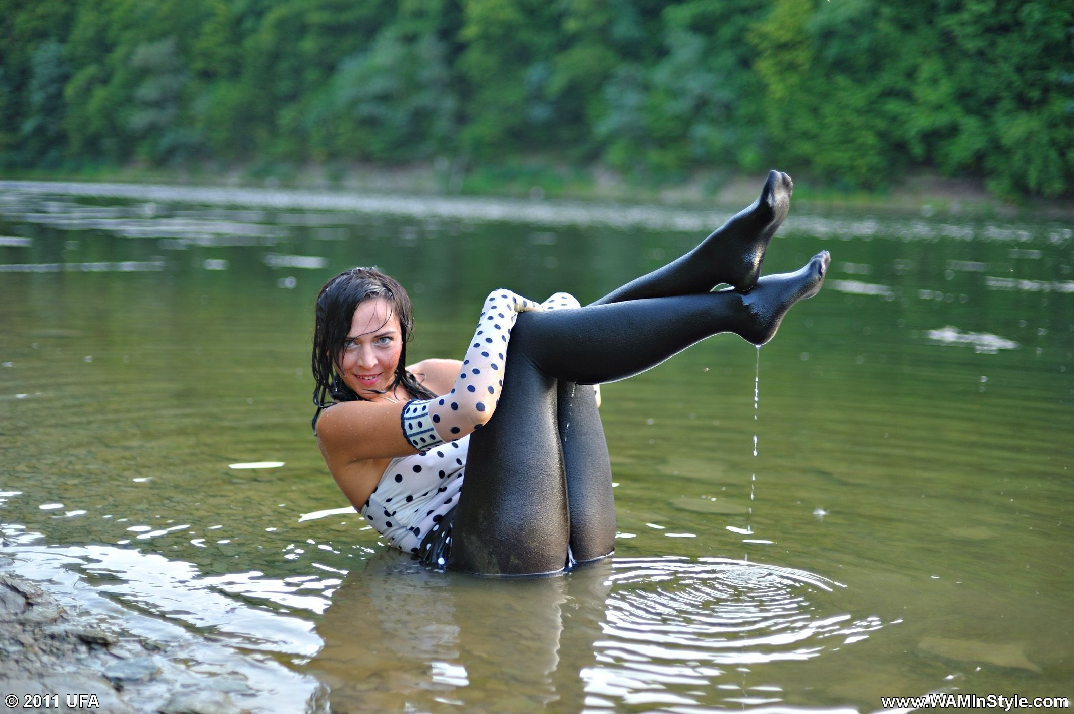 in-wet-pantyhose-in-dunn