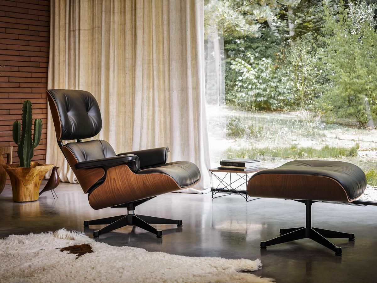 Vitra Lounge Chair & Ottoman Limited Edition Mahagoni
