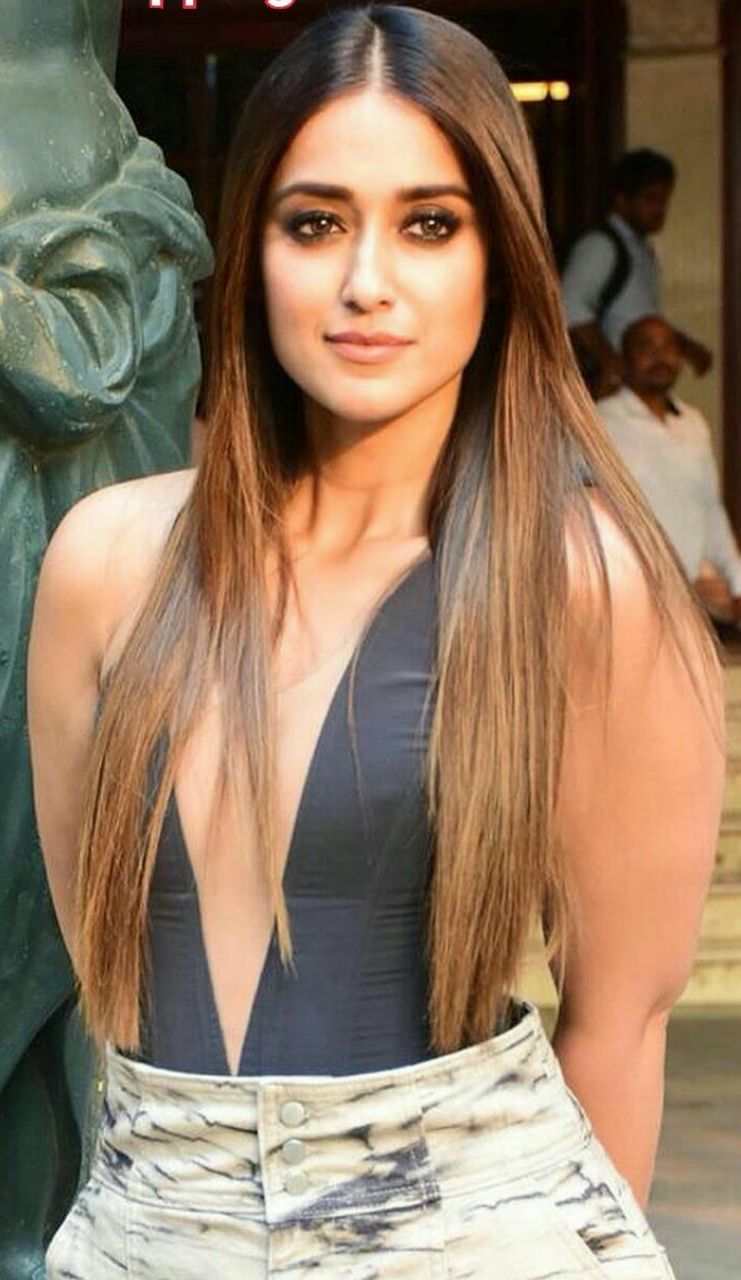 Daksha Nagarkar | Indian actress hot pics, Beauty face