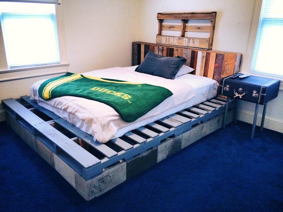Cinder Block And Pallet Board Bed With Pallet Wood Headboard