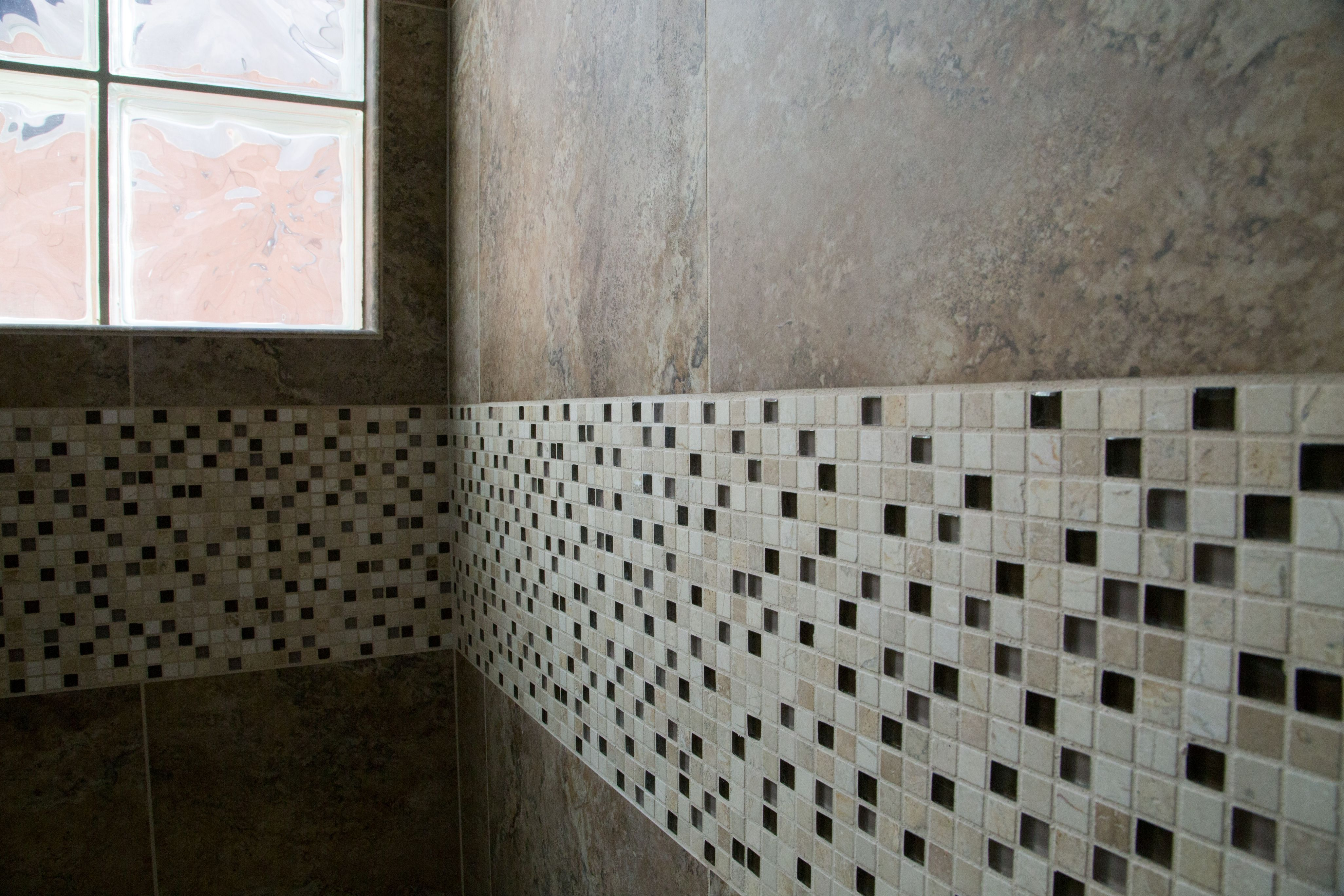 A Mosaic Deco Band Is A Great Way To Add Color To Your Shower Or Tub Surround Twdaz Com Twdaz Bathroomdesign Des Bathrooms Remodel Remodel Dream Bathrooms [ jpg ]