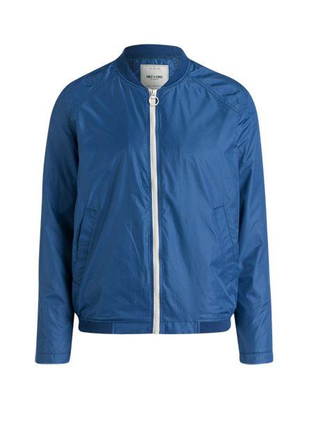 Runden deinen Stil geschmackvoll ab – mit dieser leichten Jacke im Blouson-Schnitt gelingt Ihnen das ganz einfach. Das Mesh-Futter und die seitlichen Eingrifftaschen bieten Ihnen besten Komfort.