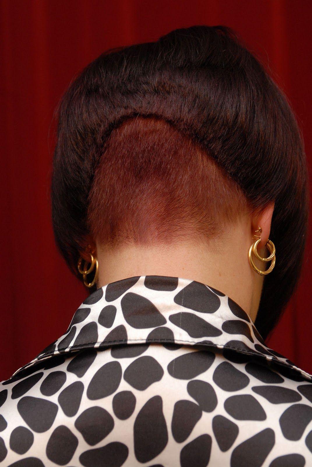 Akosh (4) : Magnifique carré plongeant nuque courte | Passion Carré | Short bob hairstyles ...
