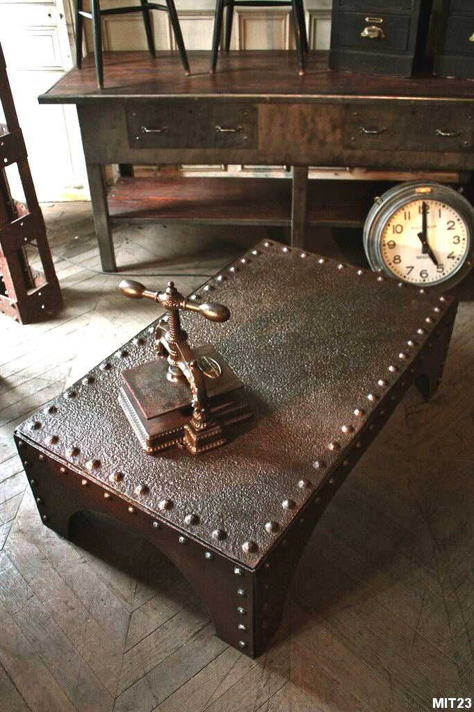 table basse industrielle table basse pinterest steampunk tables and interiors. Black Bedroom Furniture Sets. Home Design Ideas