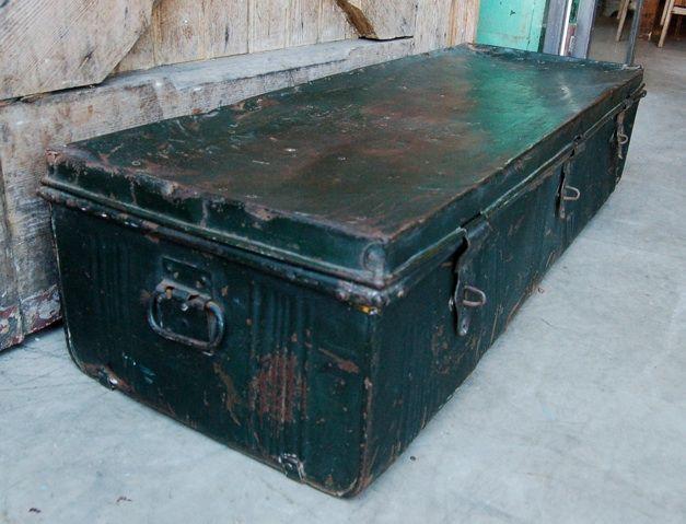 Metalen kist oude industriele vintage brocante antiek retro