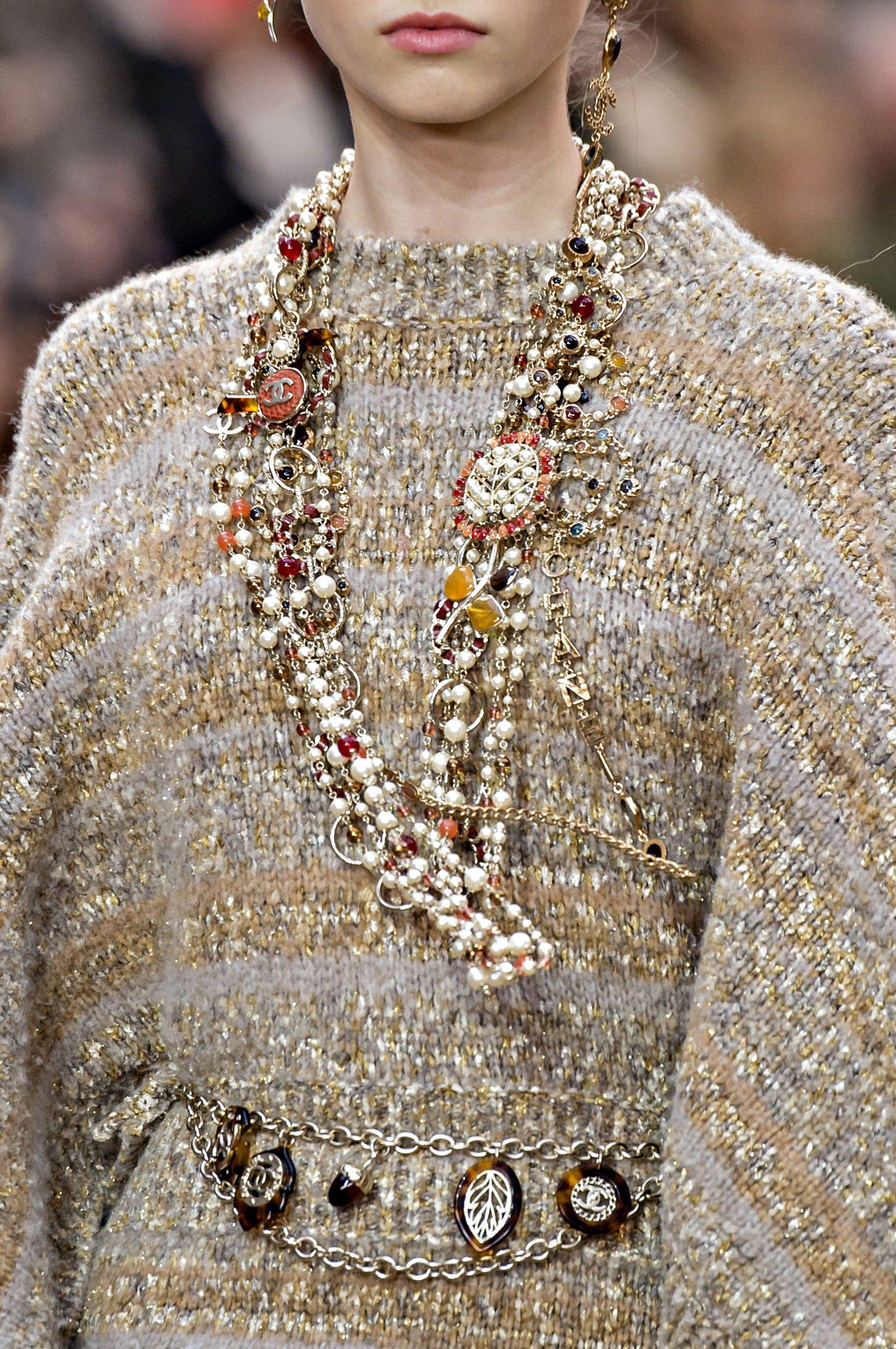 d42a2390b9b1 Chanel Fall-Winter 2018-2019 .Detail | CHANNEL ~ 3 | Fashion, Chanel ...