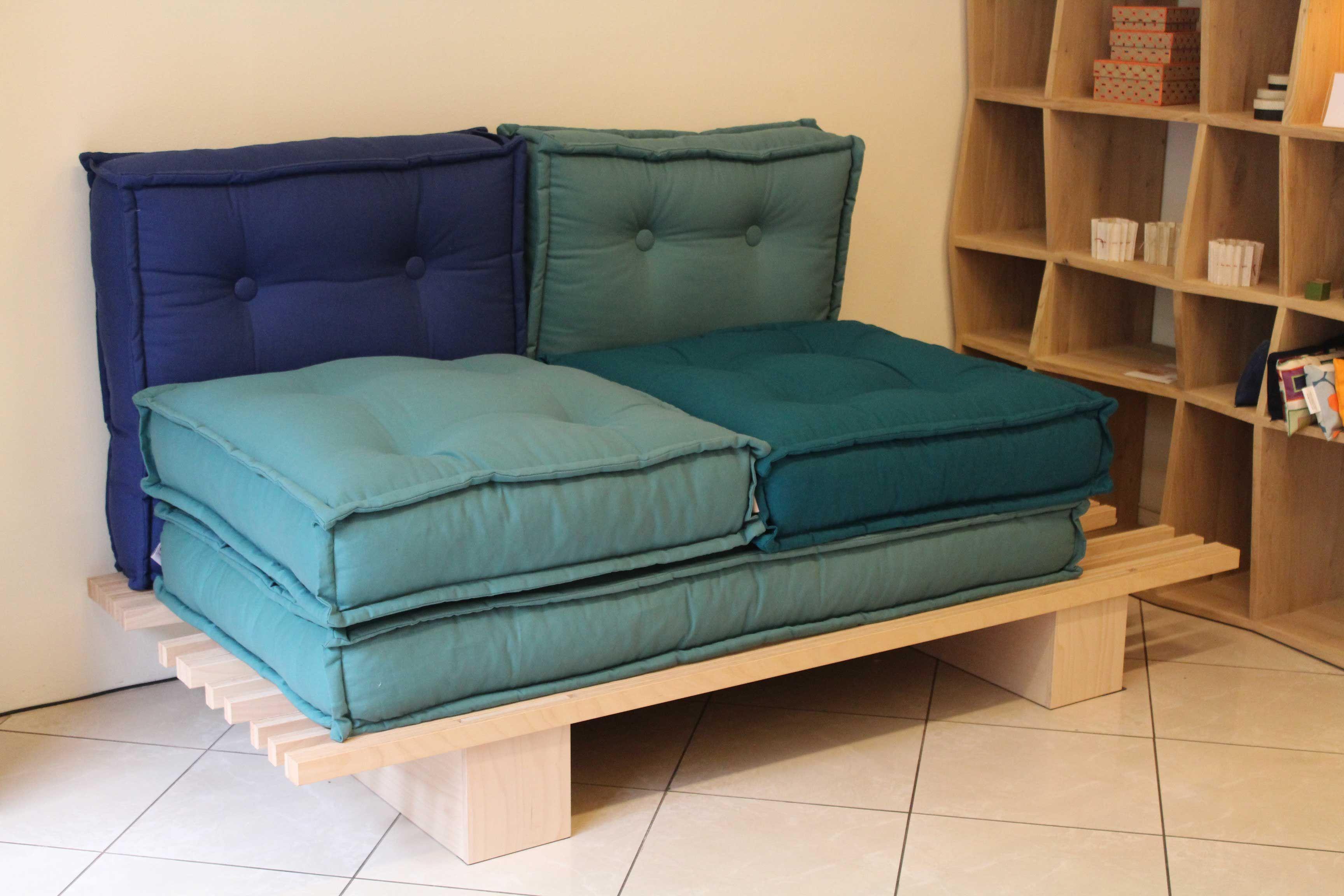 5 cuscini trapuntati che ricordano i vecchi materassi e ti permettono di comporre il tuo divano - Crea il tuo divano ...