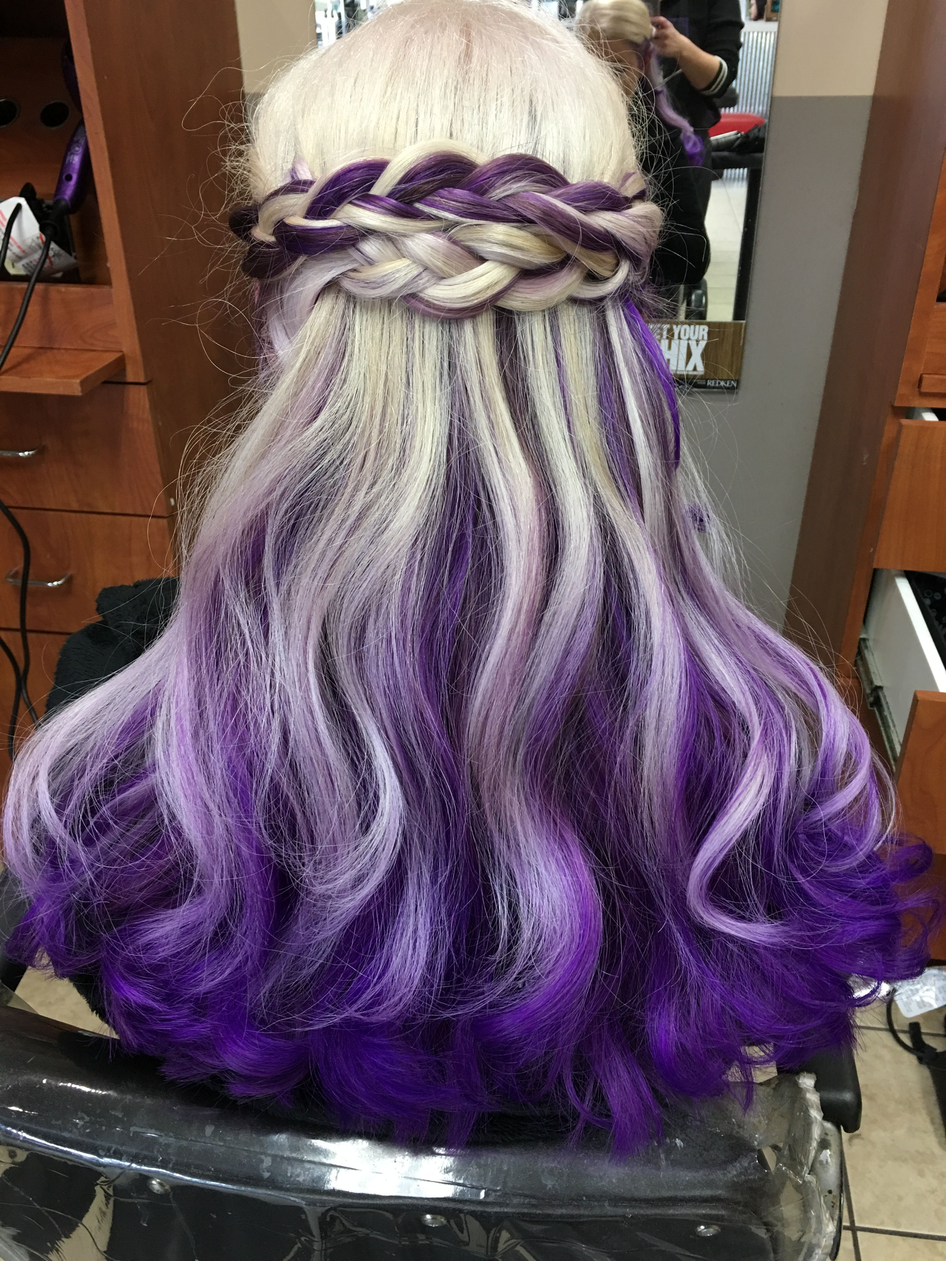 Platinum blonde and purple. Not everyone can pull it off ...