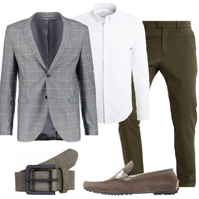 abbinamento giacca bianca pantaloni neri camicia uomo