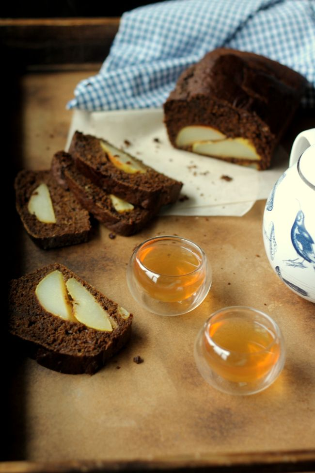 ginger pear and molasses bread