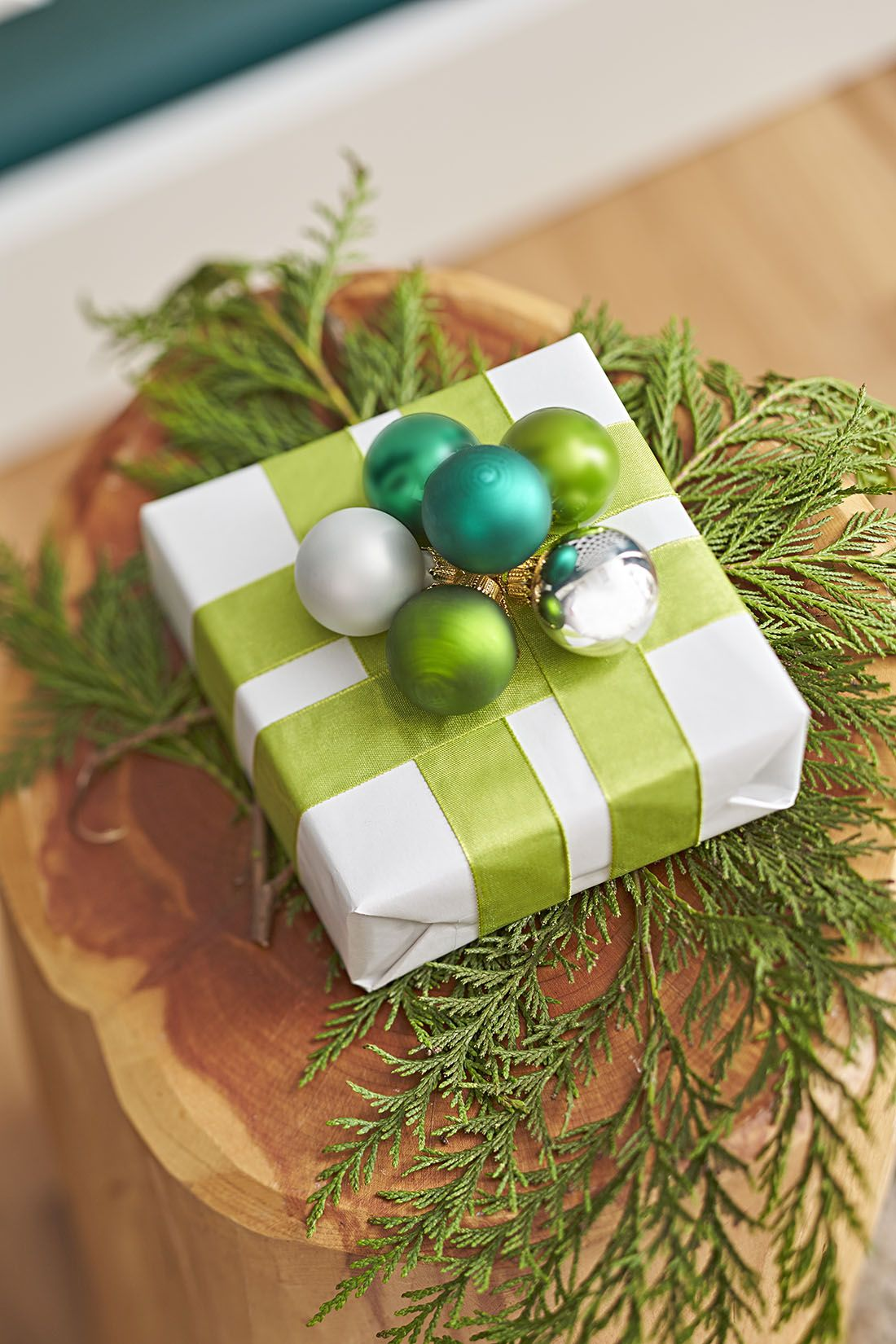 Decorate Gifts With Ribbon Tied In A Window Pane Pattern And Topped With A Cluster Of Multi C Christmas Tree Decorations Big Christmas Tree Gold Christmas Tree