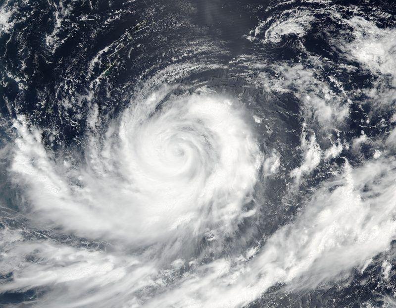 Tufão Lionrock aproxima-se da ilha principal do Japão
