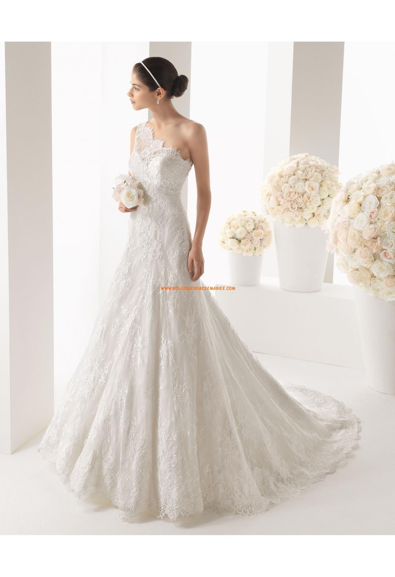 Robe de mariée dentelle col asymétrique