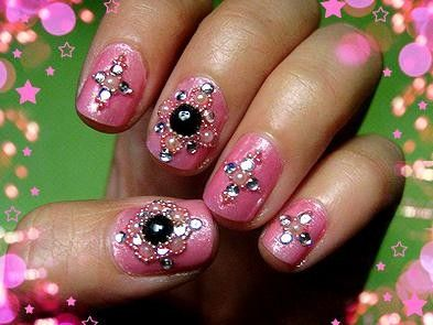 Bollywood insipired nails - great use of stick-on bindis