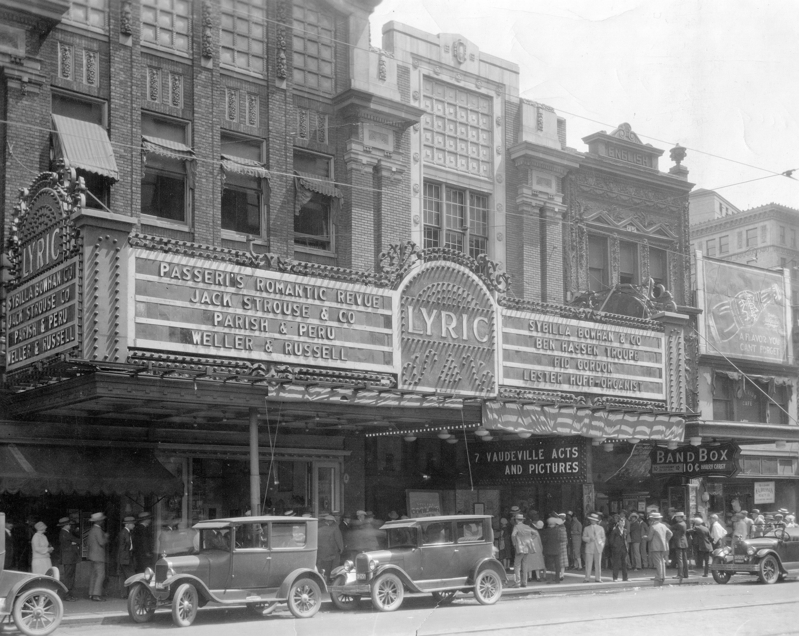 cinemas theaters and movie houses in indianapolis http