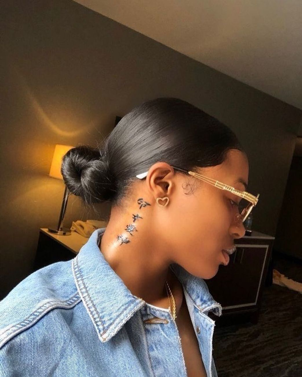 Alexismpins In 2020 With Images Neck Tattoos Women Stylist Tattoos Behind Ear Tattoos