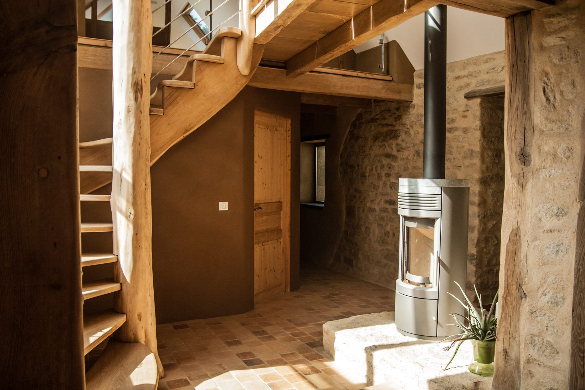 maison pierre tomette enduit terre chaux et escalier organique entreprise cfc menuiserie. Black Bedroom Furniture Sets. Home Design Ideas