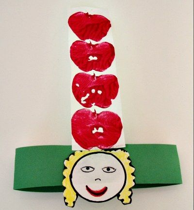 This is a great apple print craft idea for the Dr. Seuss book , Ten Apples up on Top.