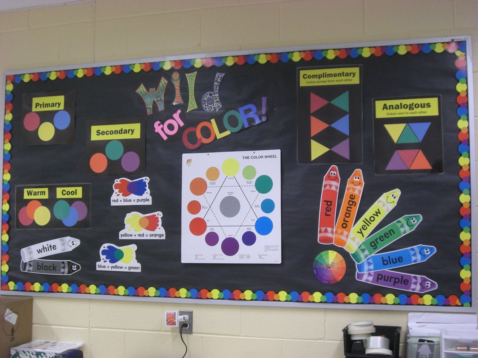 Modern Classroom Display : This is a nice display of color theory for elementary art