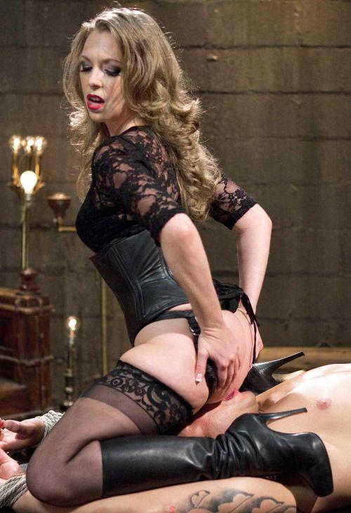 Sexy mistress facesitting