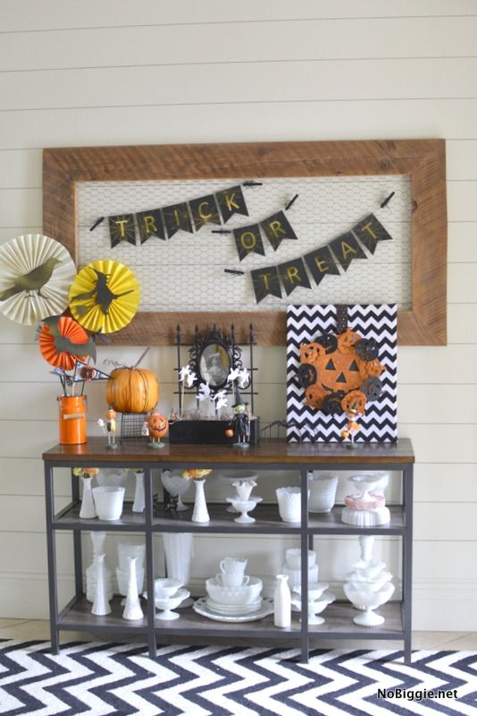 DIY trick or treat Halloween banner Halloween banner, Banners and - kids halloween party decoration ideas