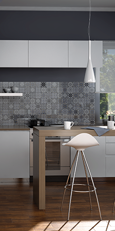 ¿Quién dice que lo clásico y lo moderno no combinan? Disfruta ese toque que nuestros azulejos le pueden ofrecer a tu cocina.