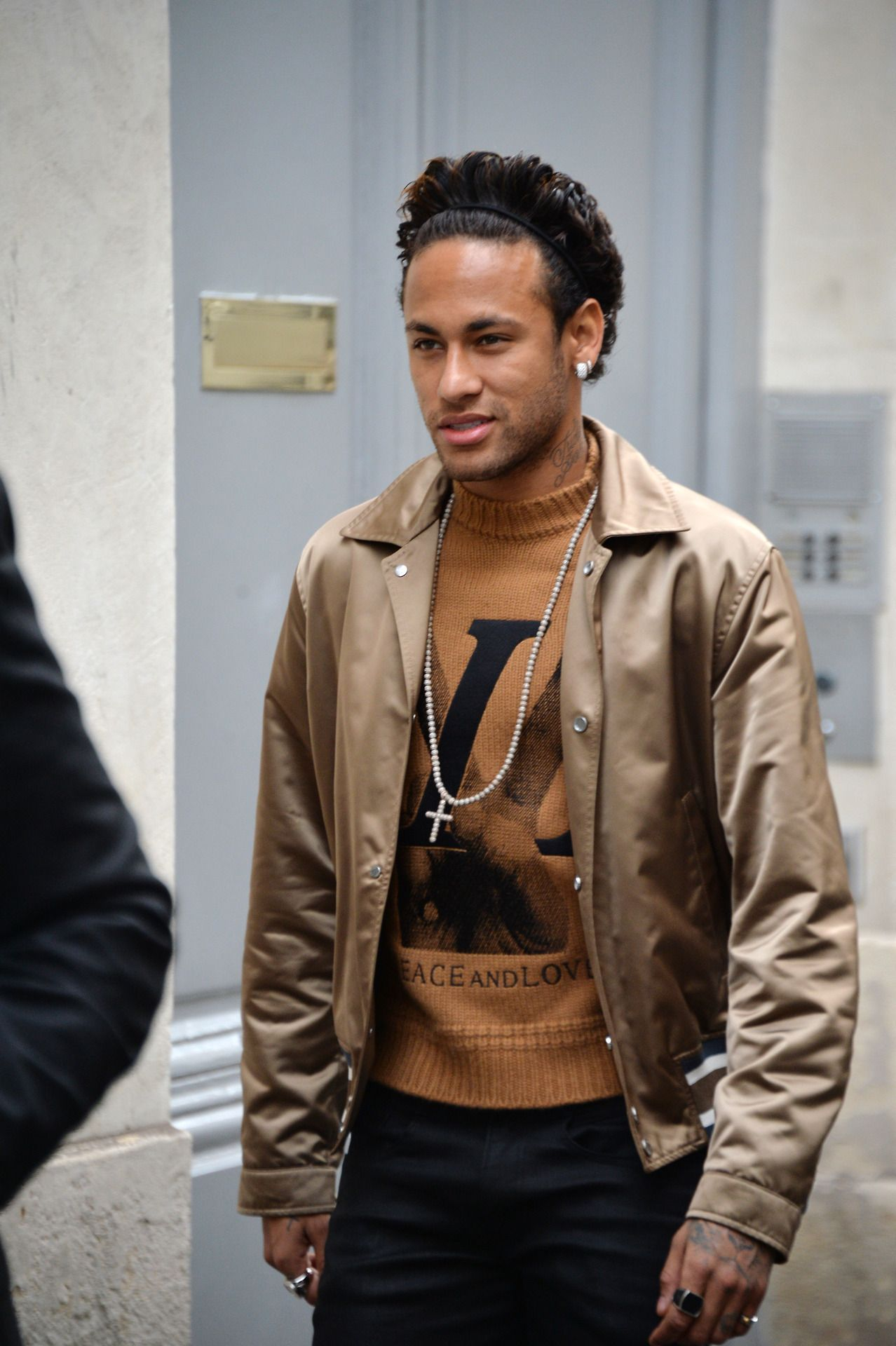 "b7aa28af653 awesomebrazilianprincess  ""neymar at louis vuitton fashion show 18"