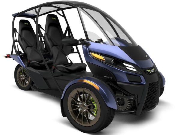 小型軽量な二人乗り電動三輪車 Srk がいよいよ2017年春から量産へ Techable テッカブル 電動三輪車 三輪車 電動トライク