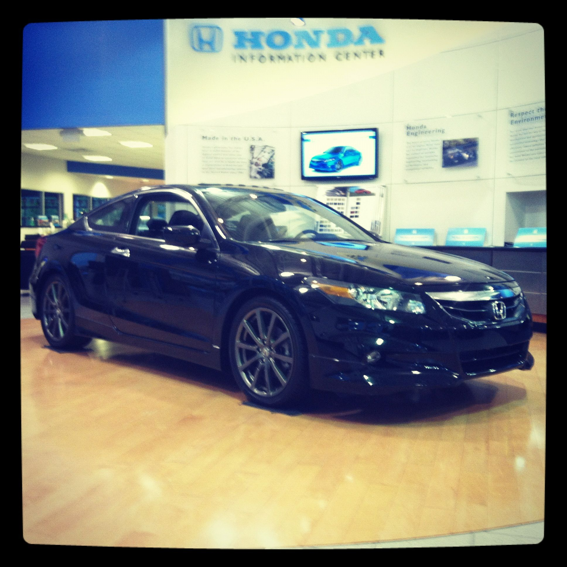 2012 Honda Accord EX-L V6 with Navigation Manual Coupe! With the HFP  Package! www.cioccahonda.com