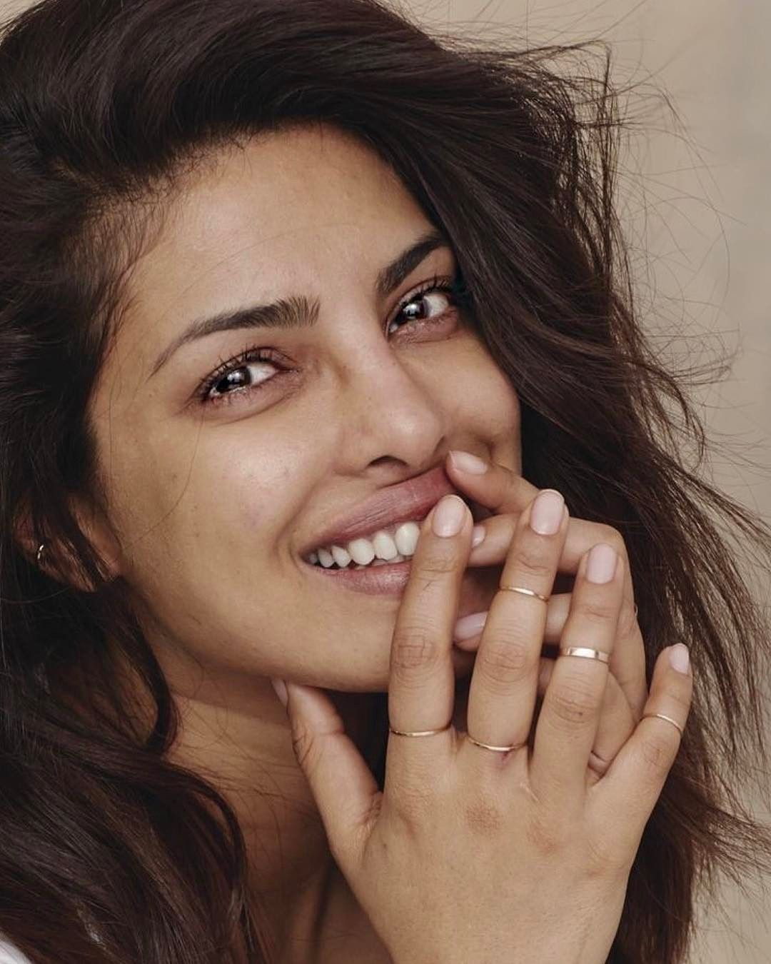 10 2k Likes 205 Comments Priyanka Chopra Fan Page